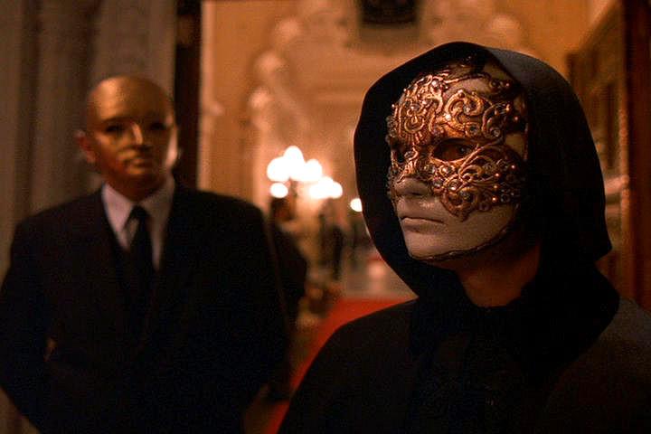 maschera protagonista eyes wide shut, kubrick
