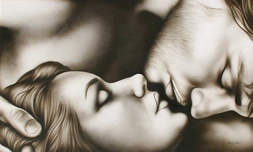 Capezzale uomo e donna che si baciano tortora