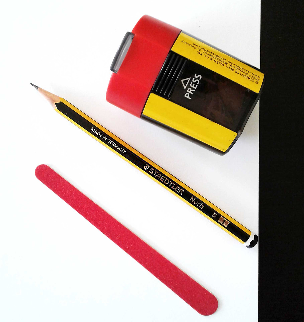 matita temperino foglio e lima per lezioni di disegno