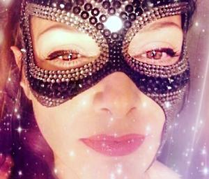 volto femminile mascherato