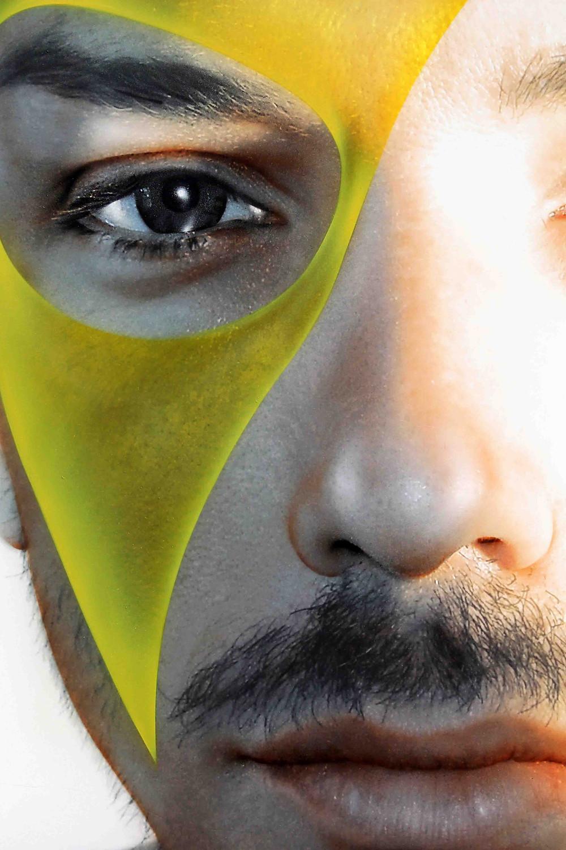 Quadro Moderno, dettaglio occhio con maschera gialla