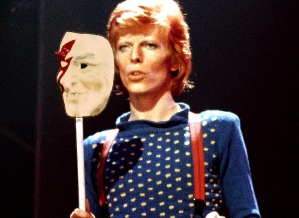 David Bowie con maschera