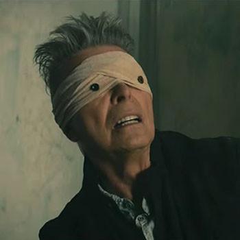 David Bowie foto dall'ultimo video con viso bendato
