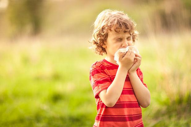 Allergi - En dreng der har høfeber