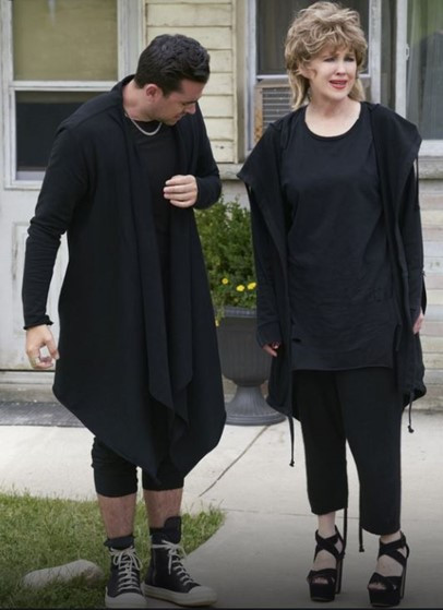 David and Moira Rose in all black