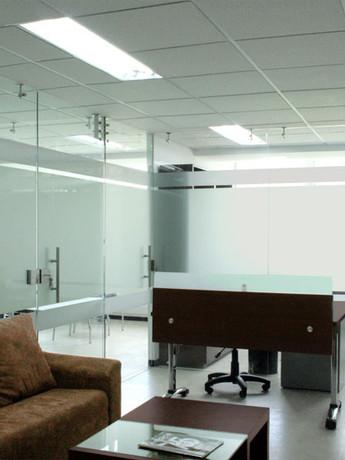 Divisiones de Oficina en Vidrio de 8mm con Sandblasting