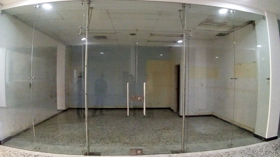 Fachadas en Vidrio Templado de 10mm con Postes