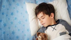 O que fazer quando seu filho faz xixi na cama
