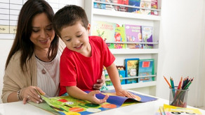 Ler para uma criança desperta a imaginação e incentiva o futuro leitor