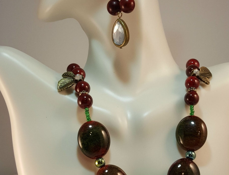 Christmas with Holly Necklace with Spiral Detail
