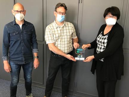CO2-Ampel an Oberbürgermeisterin übergeben