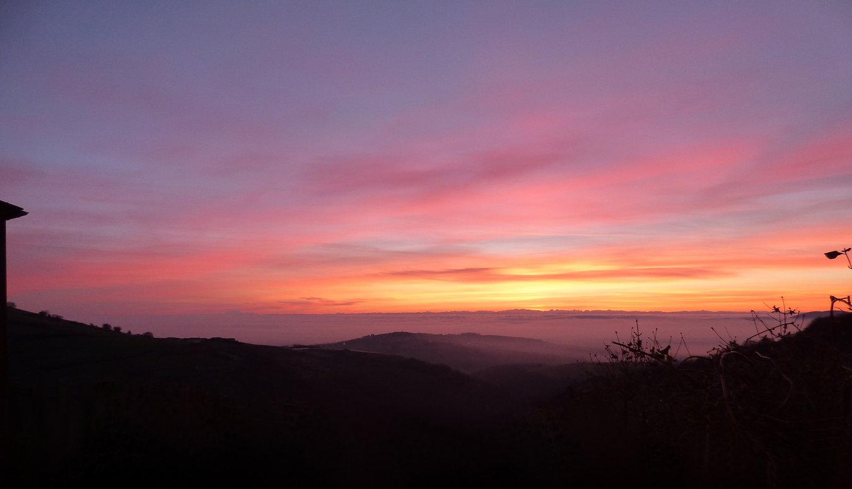 lever de soleil, vue sur les alpes