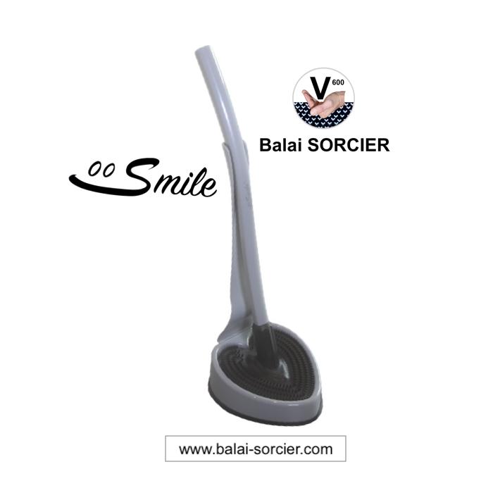 Brosse WC design hygiénique durable Smile Balai SORCIER. Sa forme lui confère des propriétés exclusi