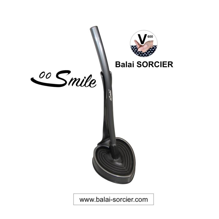 SMILE brosse toilettes Balai SORCIER V600 anti-goutte, antibactérienne. Vue à la foire de Paris Conc
