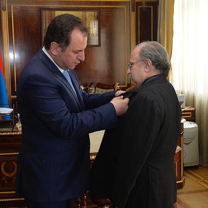 The Armenian Presidential Medal, Movses Khorenatsi,  is being bestowed upon Şahan Arzruni  (Yerevan, Armenia, 2016)