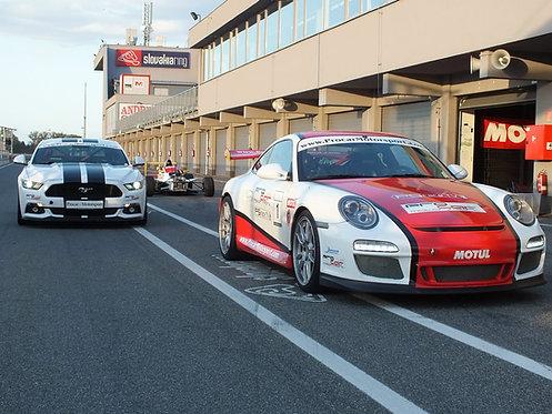 Jazda na Porsche a Mustangu