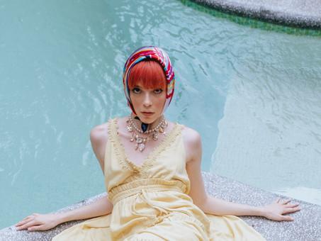 Le foulard : Un accessoire coiffure adapté à tous