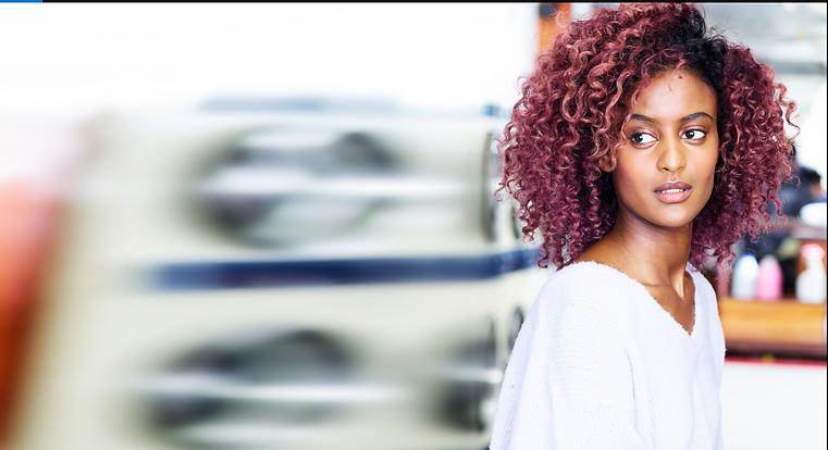 Coloration cheveux afro, coloration cheveux bouclés, coloration vive, coloration cheveux, coiffeur lyon, coiffeur lyon 6, coiffeur, cheveux crépus, cheveux bouclés
