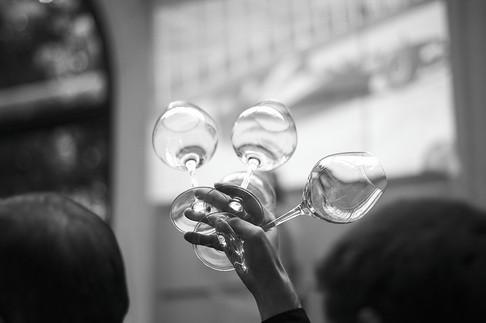 Lancement du magazine L'Absolu, le magazine de luxe dédié à la Formule 1    Le Groupe Révolution 9 et le créateur de Red Collector (magazine semestriel), Luigi di Donna, ont présenté récemment leur nouvelle édition « l'Absolu », en partenariat avec Pirelli, Sothys Paris, Midual…  dans leurs locaux du quartier de la Motte Picquet.  L'Absolu, magazine / book (mook) de luxe dédié à la Formule 1 et autres articles de luxe, environ 350 pages, et semestriel.  « L'ABSOLU a ouvert ses pages lors du Grand Prix de Monaco, le 24 mai 2015. Le magazine est dédié à la Formule 1 et au luxe qui gravit autour d'elle, avec 500 pages et 2 numéros par an, il est distribué sur les circuits de Formule 1 et dans un réseau d'hôtels environnant les événements. Ce nouveau magazine traite à la fois du luxe et de l'automobile, de l'horlogerie et de la joaillerie en passant par le design, la beauté, les accessoires et l'hôtellerie. » Le fondateur et concepteur du projet, Luigi Di Donna, photographe renommé, était présent le soir de l'inauguration de ce nouveau magazine sur papier glacé. »
