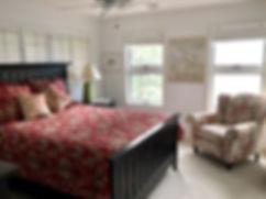 10 2nd fl queen bed.jpg