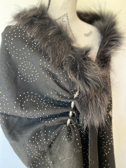Off-Shoulder Fur Trim Shawl