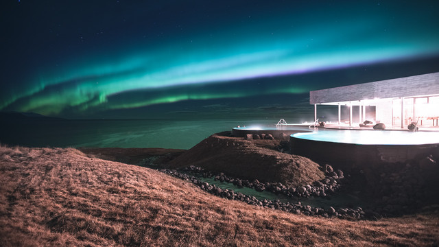Private Northern Lights & GeoSea Geothermal baths