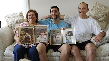 SIDIF_Family Laughing_3k_300dpi_v2.jpg