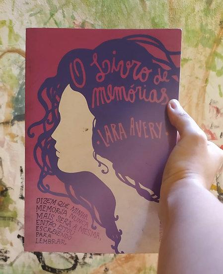 O livro de memórias, por Lara Avery