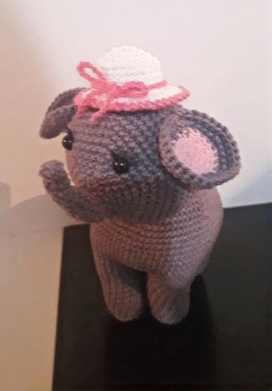 Elefantinha de amigurumi