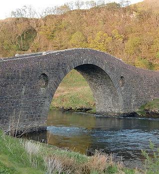 1024px-Clachan_Bridge2.jpg