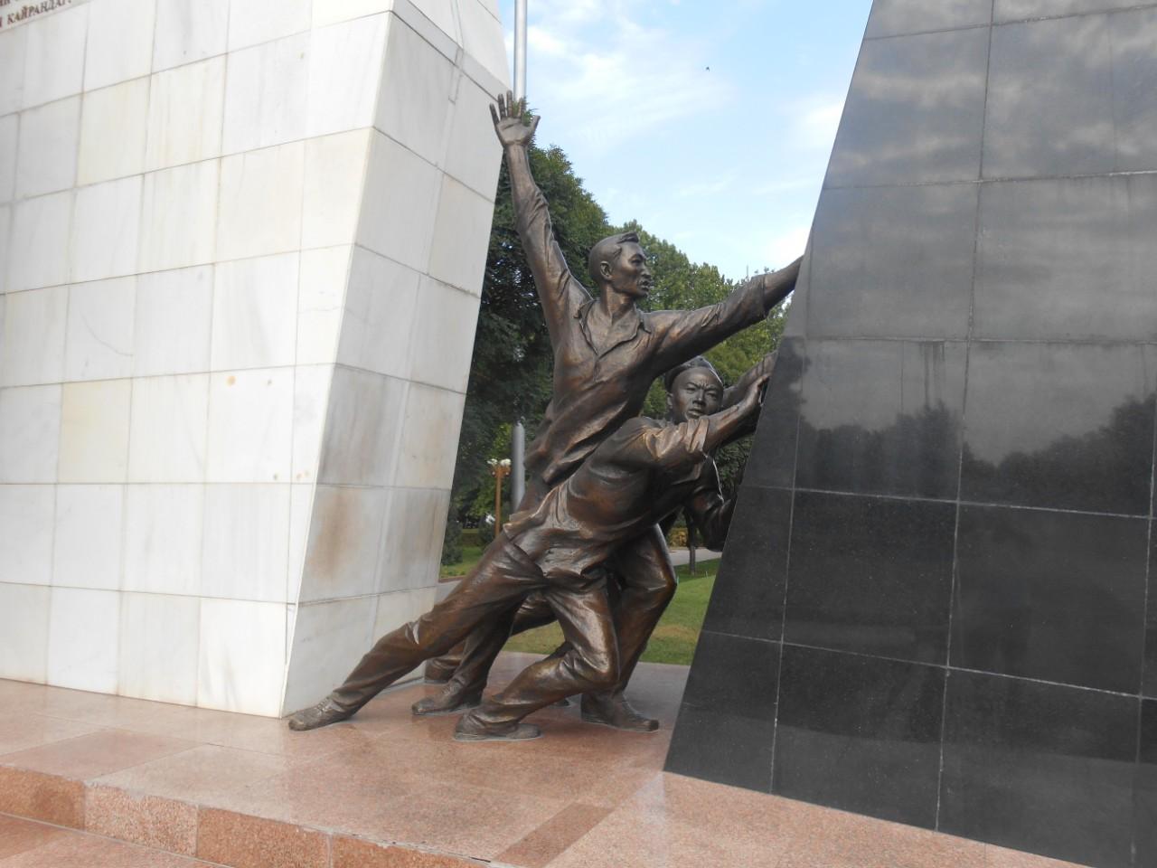Монумент в память погибшим