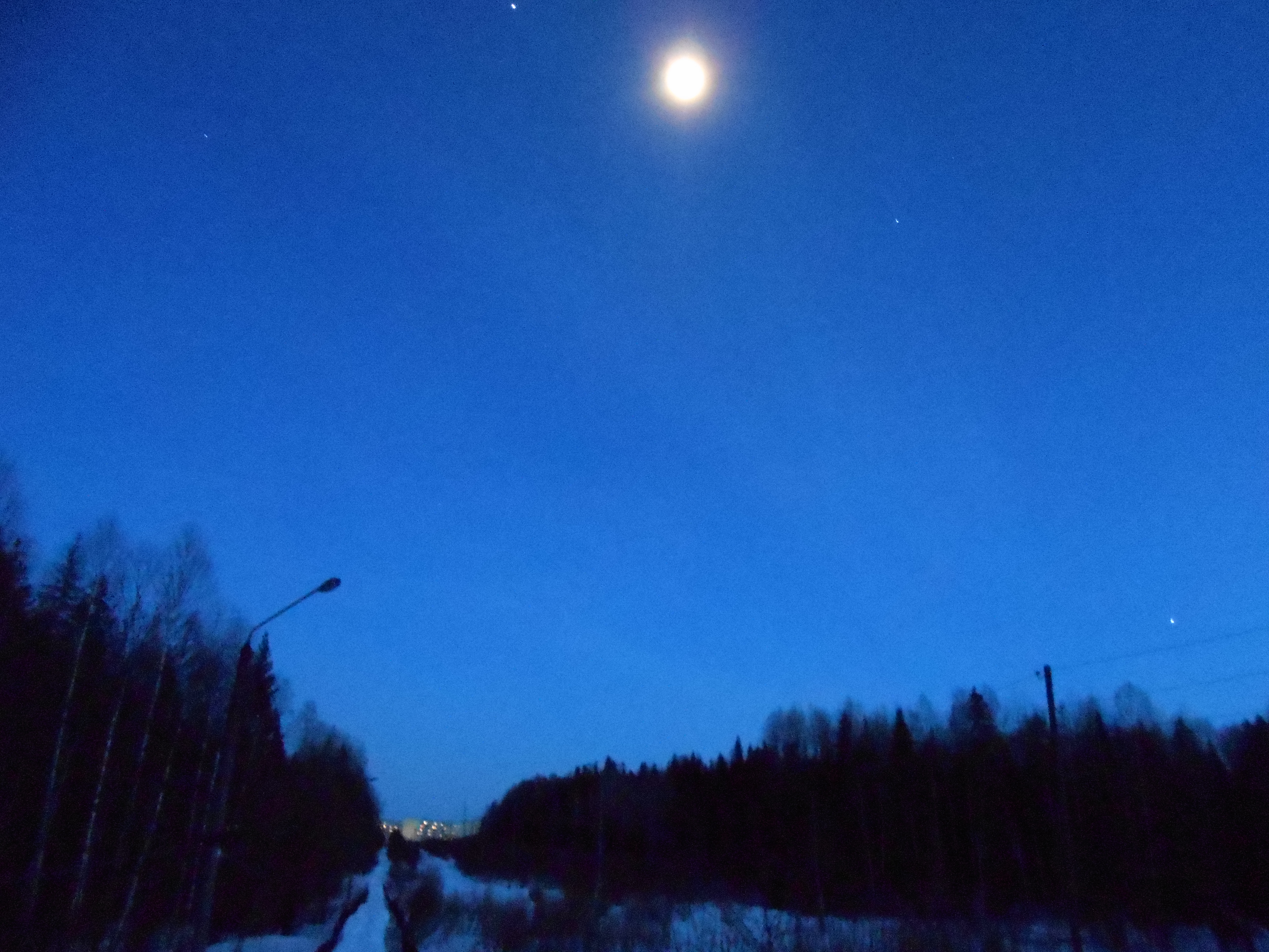 Просто луна, посёлок и звёзды.JPG