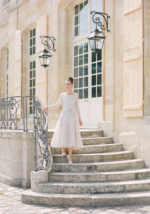 Molly is a fine art destination wedding photographer based in Paris and the United States. She has a degree in fashion and combines her editorial styling approach with her love of candid photography and medium format film to create images that are romantic, elegant, and timeless.