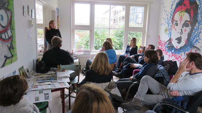Street Art Museum Amsterdam Director Anna Stolyarova explains the manifesto and principles of the strat-up museum to the leadership academy.