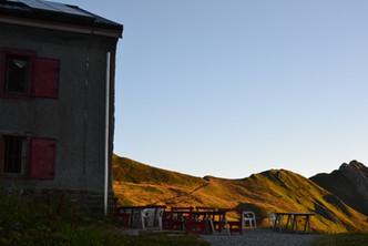 Terrasse du refuge au petit matin