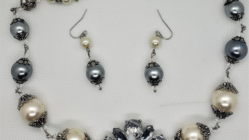 Beautiful vintage Sparkly bead look rhinestone flower pearl necklace set
