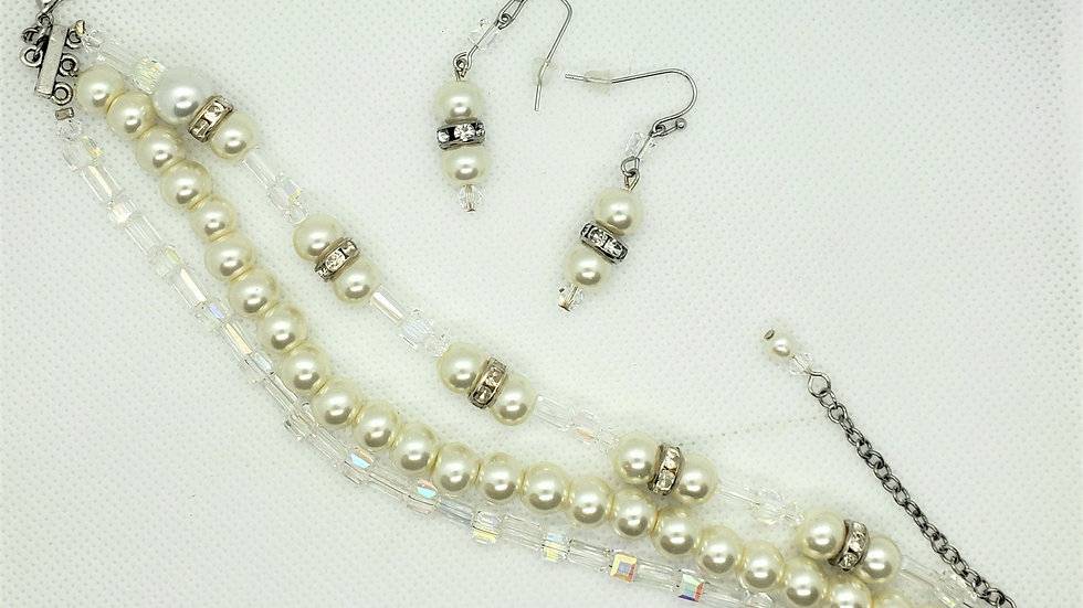 Beautiful sparkly Bead pearl 3 strand bracelet with earrings