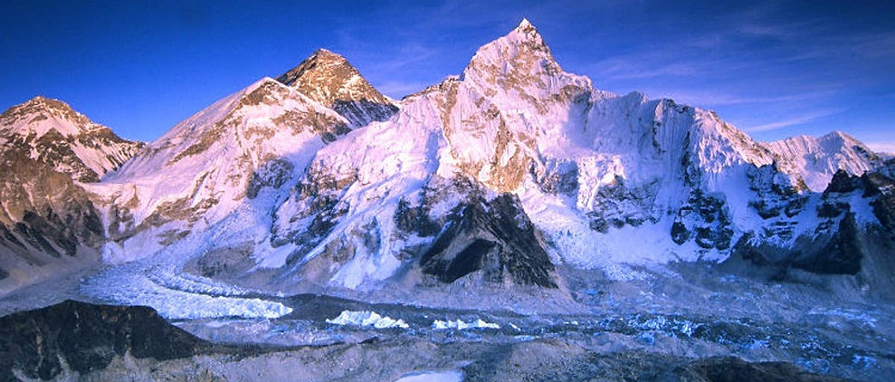 Mount%20Everest%20in%20the%20glow_edited