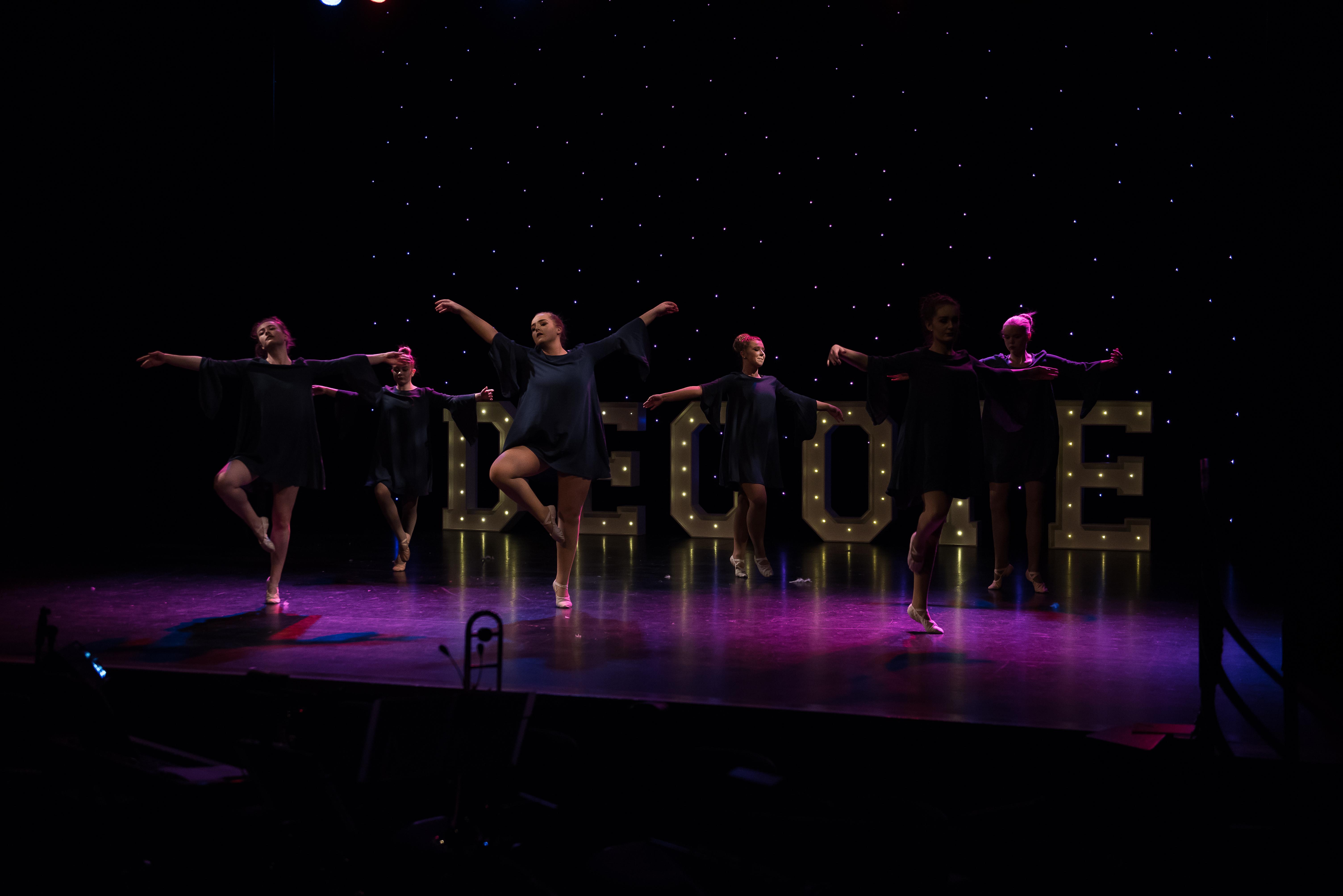 Decote Show Image 3