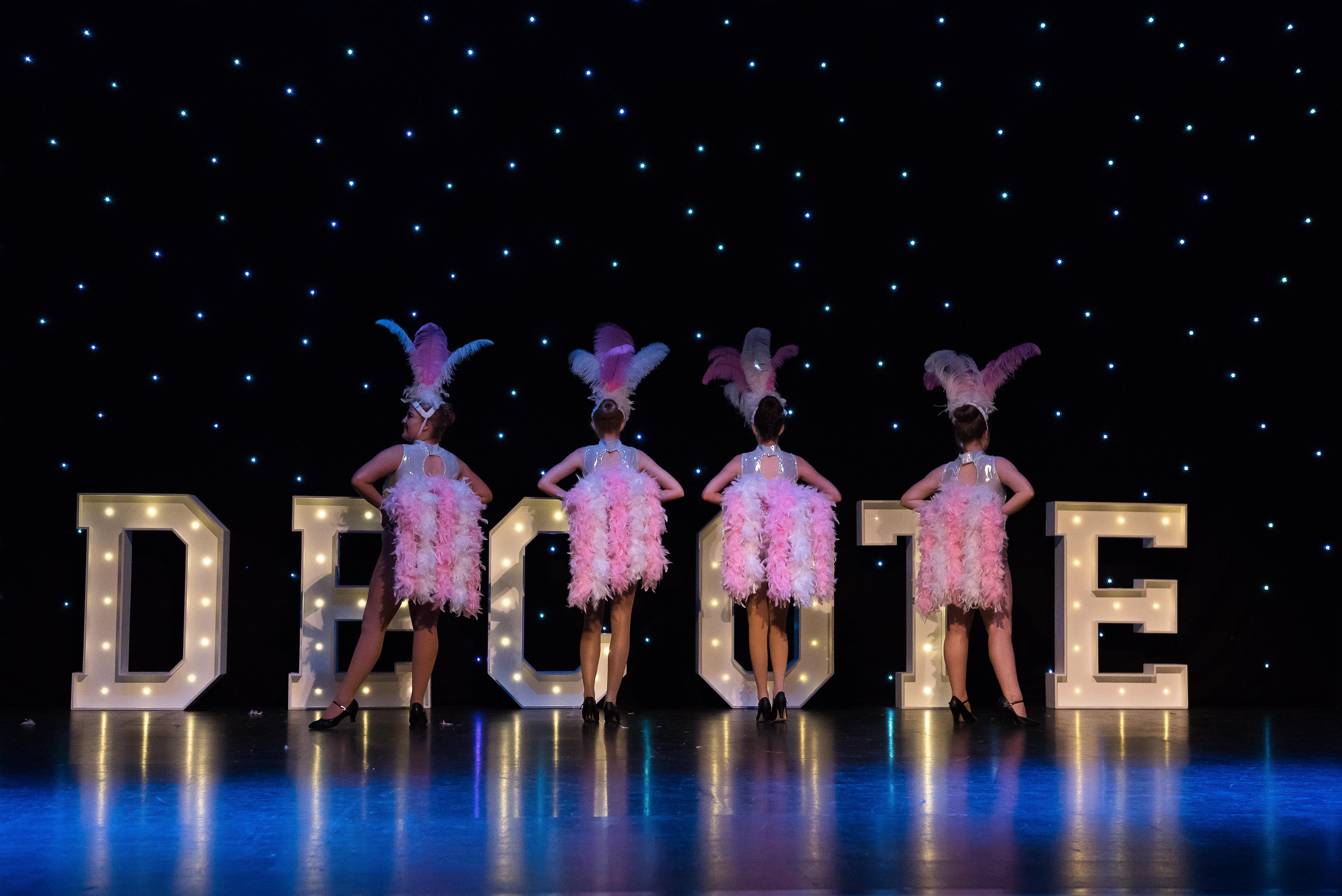 Decote Show Image 13