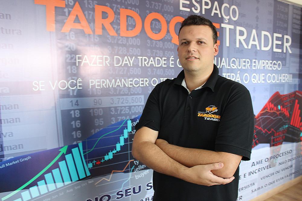 Rafael Tardoque, do Espaço Tardoque Trader, em foto para matéria sobre seu espaço na Revista Top da Cidade Edição 54, em Itapetininga