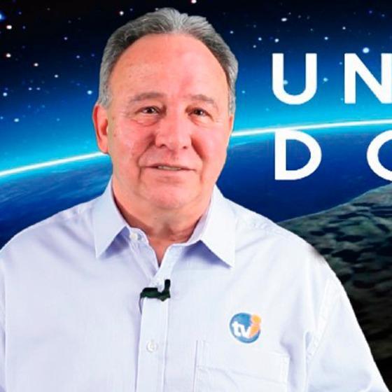 Ivan de Paula Apresentador do programa Universo do Bem, exibido semanalmente pela TVI, em matéria na Revista Top da Cidade, edição 54
