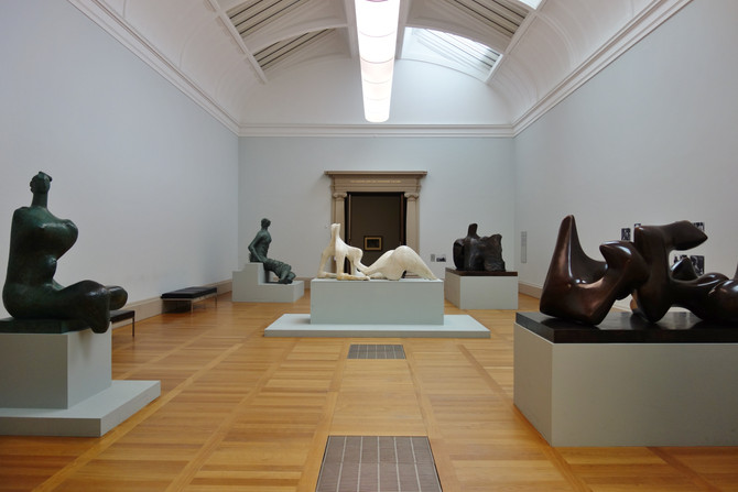 Sculptural Forms : Henry Moore