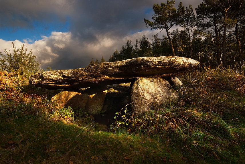 Dolmen Pedra da Arca Regoelle.jpg