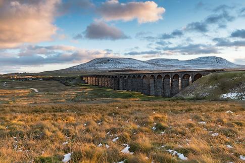 Ribblehead-Viaduct-Yorkshire-83c6809.gif