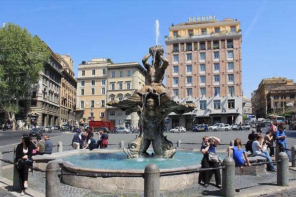 Fontána_tritonů_na_nám_Barberini_Roma_20