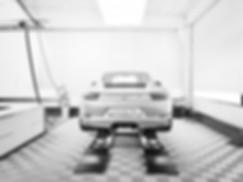 Porsche in atelier