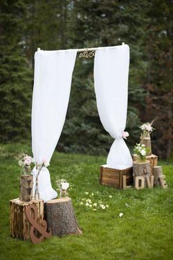 rustic minimalistic weding altar.jpg