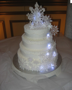 winterwonderlandwedding cake.PNG
