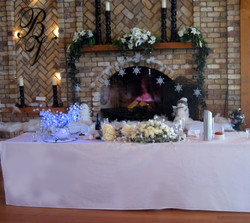 bridal party table winter wedding.jpg